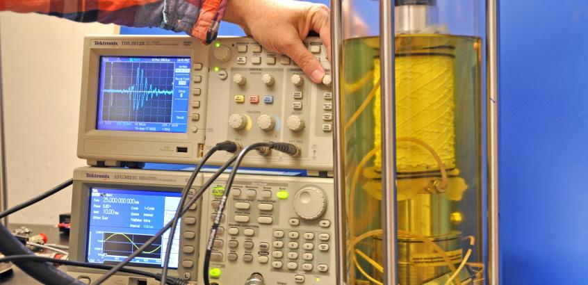 Triaxialförsök som utförs på SGI:s Geotekniklaboratorium.